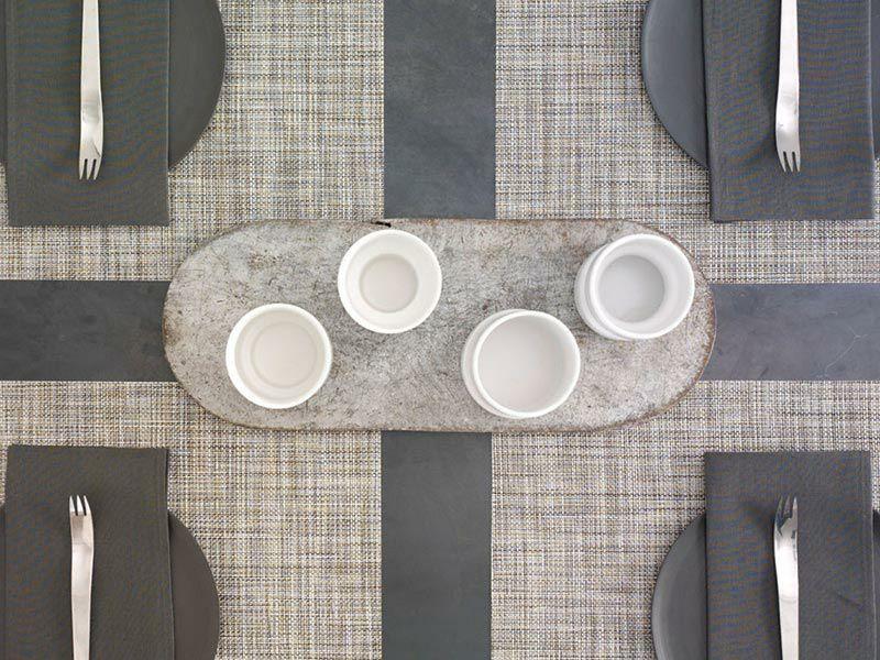 チルウィッチテーブルランナーのミニバスケットウィーブのグラベル色